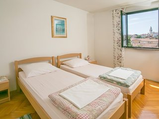 Spacious apartment in the center of Funtana with Parking, Internet, Washing mach