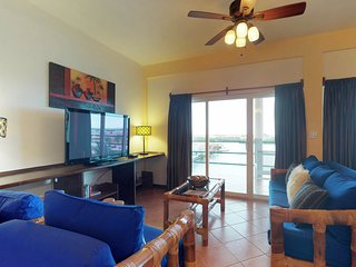 Lovely waterfront condo w/ shared pool - extended stay discount - dogs OK!