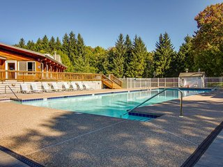 Bridges Resort condo w/ 3 shared pools, tennis, hot tubs, sauna, & more!