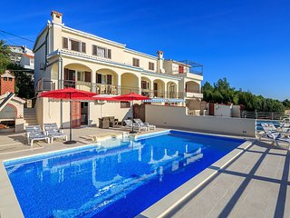 Spacious house in the center of Seget Vranjica with Internet, Washing machine, A