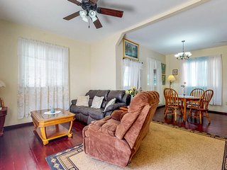 Upper-level apartment in the center of town with full kitchen, washer/dryer