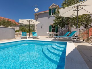 4 bedroom Villa with Pool, Air Con and WiFi - 5739242