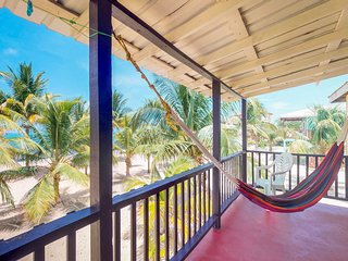 NEW LISTING! Beachfront villa w/deck, hammock-right on the sand & The Sidewalk