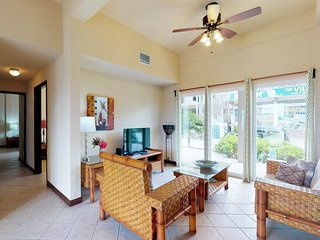 Ground-level condo w/shared pool surrounded by lagoon, walk to the beach!