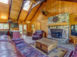 Beautiful, dog-friendly cabin w/ a private hot tub on almost two wooded acres