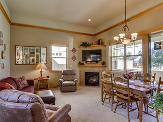 Charming one-level home w/ private hot tub, pool & other resort amenities!