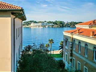 Spacious apartment in the center of Poreč with Parking, Internet, Washing machin