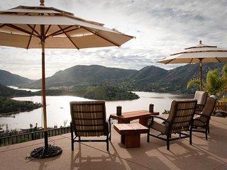 Stunning dog-friendly villa w/lake views, private hot tub & pool and game room!