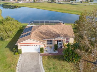 Heatherlake Villa-Free Solar Pool Heating, Lake View, WiFi, Disney Orlando