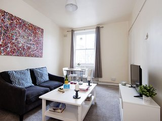 Spacious Hereford Road Lodge apartment in Kensington & Chelsea with WiFi.