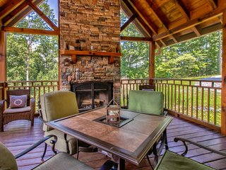 Large, dog-friendly cabin w/ private hot tub, shared pool, and mountain views!