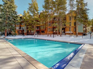 NEW LISTING! Upscale condo w/balcony & shared pool/hot tub-walk to lifts/Main St