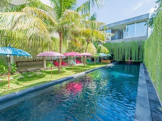 6 Bedroom Villa, 25m Pool in Central Seminyak;