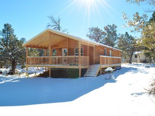 Cozy Three Elks Cabin-Large Covered Deck, come play in the snow!