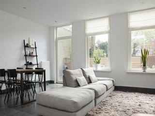SPACIOUS GROUND FLOOR APARTMENT NEAR MUSEUM DISTRICT AND JORDAAN