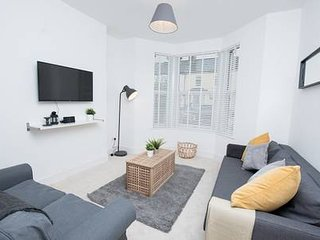 Lovely, Modern 2 Bed Apartment in Central Cardiff