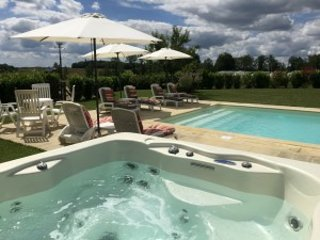 2 bedroom, 2 bathroom gite with heated hot tub and pool