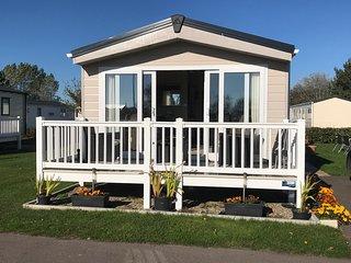 Privately Owned Platinum Grade Caravan at Seashore, Sleeps 1-6 people 3 Bedrooms