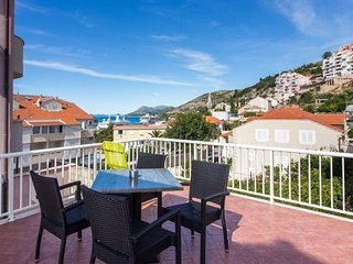Apartments Tomy & Domy - One Bedroom Apartment  with Terrace and Sea View