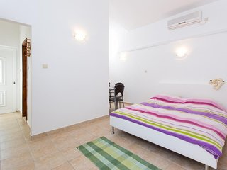 Apartments Tomy & Domy - Comfort One Bedroom Apartment with Balcony