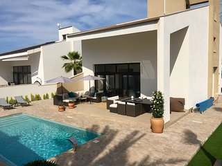 New Villa in La Zenia. 10 walk to the beaches Cabo Roig, La Zenia and C.Capitan