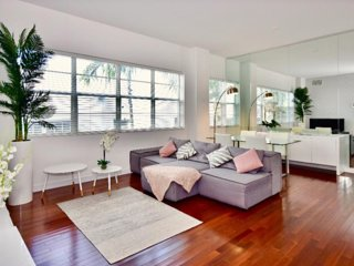 INCREDIBLE I!!! 800 ft Apt - Heart of South Beach - Next to Beach, Rests & Shops