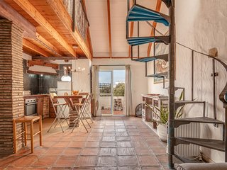 Rustico C, high ceiling, rustic charm in old town Tarifa