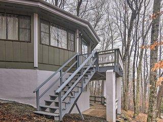 NEW! Cabin w/2 Decks -1mi to Beech Mountain Resort