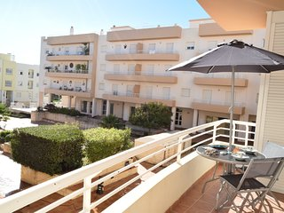 Alsakia Blue - Luxurious 2Bed apartment w/ free Wifi, Shared Pool & Gym access