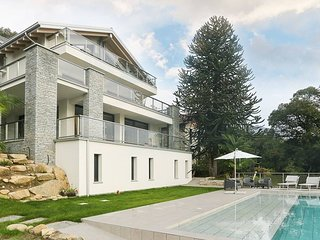 Stunning family friendly Italian Lakes 3 bed villa with pool, WIFI, BBQ, lake