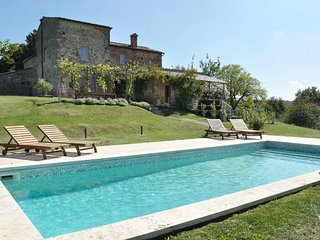 Tuscany 5 bedroom villa with pool