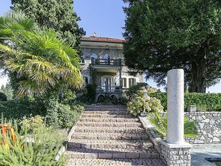 Luxury Italian Lakes villa with pool. Sleeps 11.