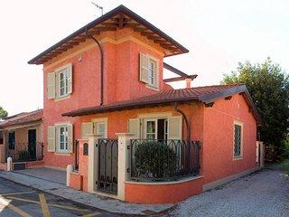 Forte dei Marmi 3 bedroom villa with beach passes
