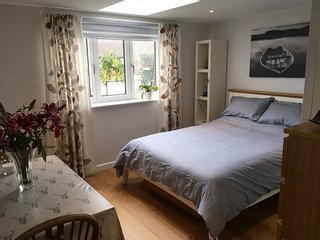 Guest Suite/own access/close to town - fab views with walks to country pubs!