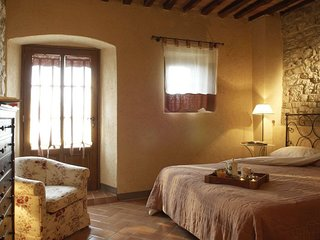Castellina in Chianti 1 bed apartment with pool
