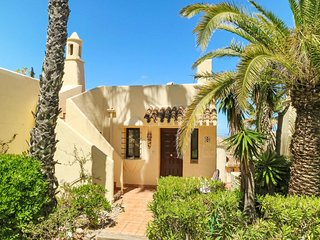 2 bedroom Villa with Pool, Air Con and WiFi - 5741271