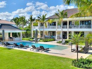 Astonishing brand new 7 Bedroom Villa with Golf and Lake views