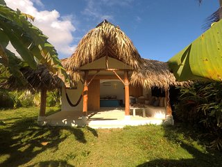 Dream Tropical Bungalow. 2min. Walk to Beach, Town, Restaurants&Bars. Yet Quiet!