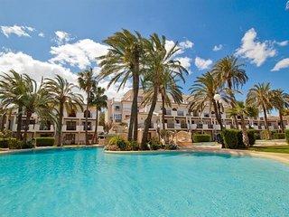 Spacious apartment a short walk away (53 m) from the 'Playa del Racó de la Alber
