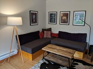 Work and Play! - 2 BR- Sleeps 4- Best area of town