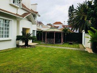 Huge & Gorgeous House for 8-10 in Calm Neighborhood!