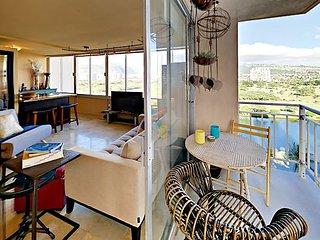 Incredible Views! Waikiki Getaway w/ Parking & Pool
