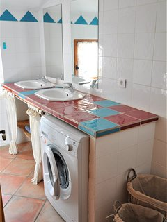 2 vasques et machine à laver