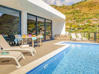 3 bedroom Villa in Arco da Calheta, Portugal - 5741255