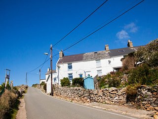 Luxury Traditional Cottage ,stunning views. FOR BEST RATES CALL OWNER DIRECT!