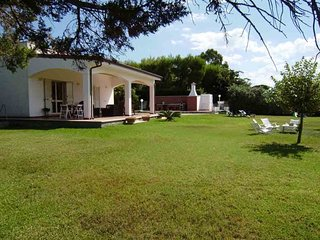 Villa a Torre dell'Orso ampio giardino 3 camere 2 bagni