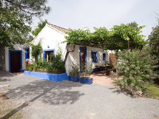 Cortijo Algabia, nice cottage with pool and barbecue in Granada.