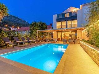 5 bedroom Villa in Dubrovnik, Dubrovačko-Neretvanska Županija, Croatia : ref 574