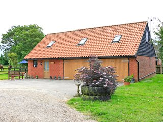 Hedge Lodge. Cosy Cottage close to the Suffolk Coast and Heaths AONB.