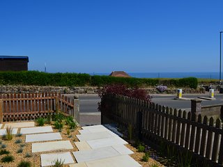August House -Stunning sea views with beautiful gardens and off road parking
